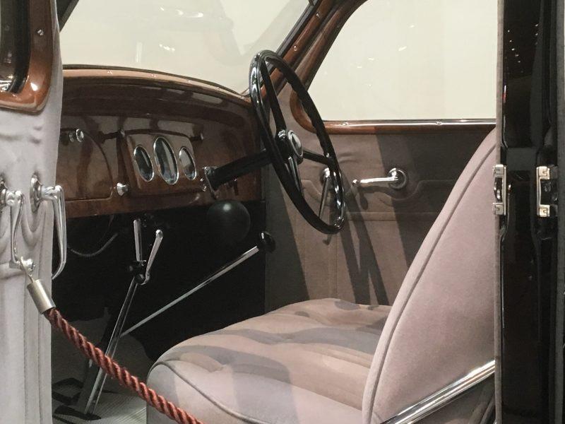 トヨタAA型乗用車の車内
