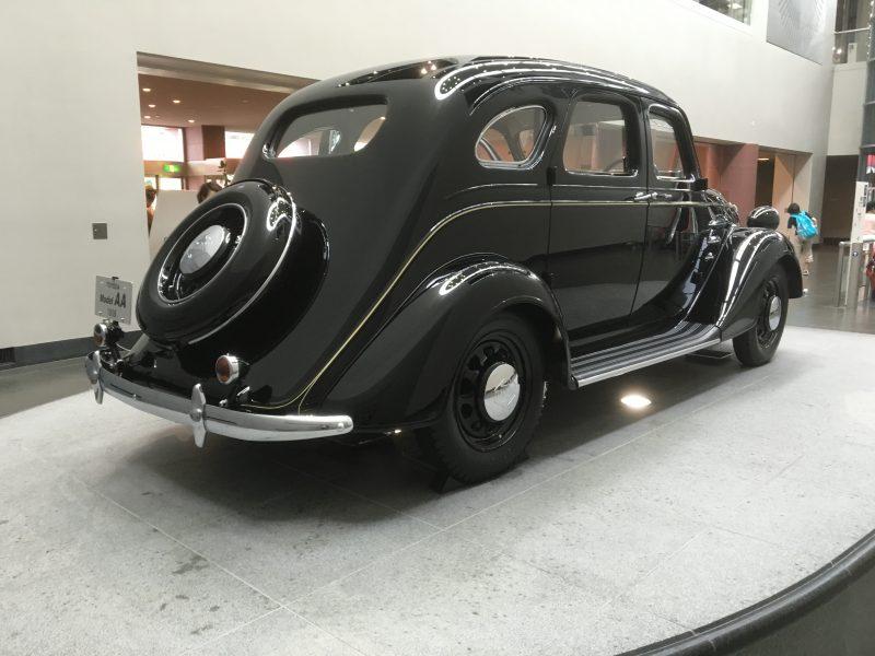 トヨタAA型乗用車の後方